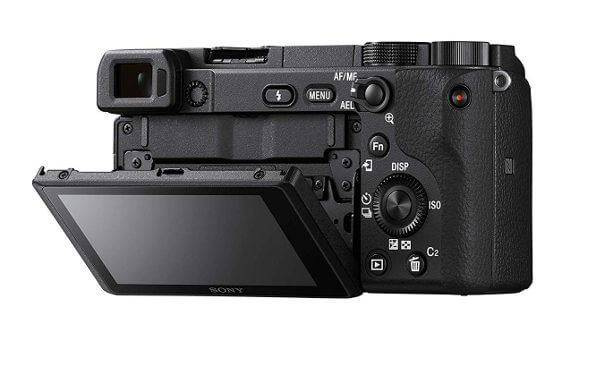 Cámara EVIL Sony a6400 - Vista posterior con botonera y pantalla abatible
